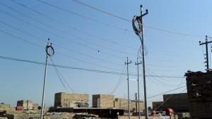 عراقيون يشكون عدم انتظام تجهيز الكهرباء مع حر رمضان ومسؤول يؤكد الأزمة ماضية للحل