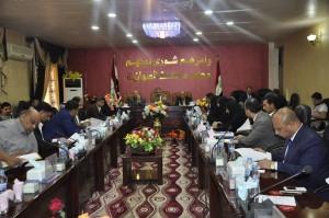 مجلس الديوانية يلغي منصبي معاون ومساعد رئيسه ويعد المتظاهرين بإصلاحات عاجلة
